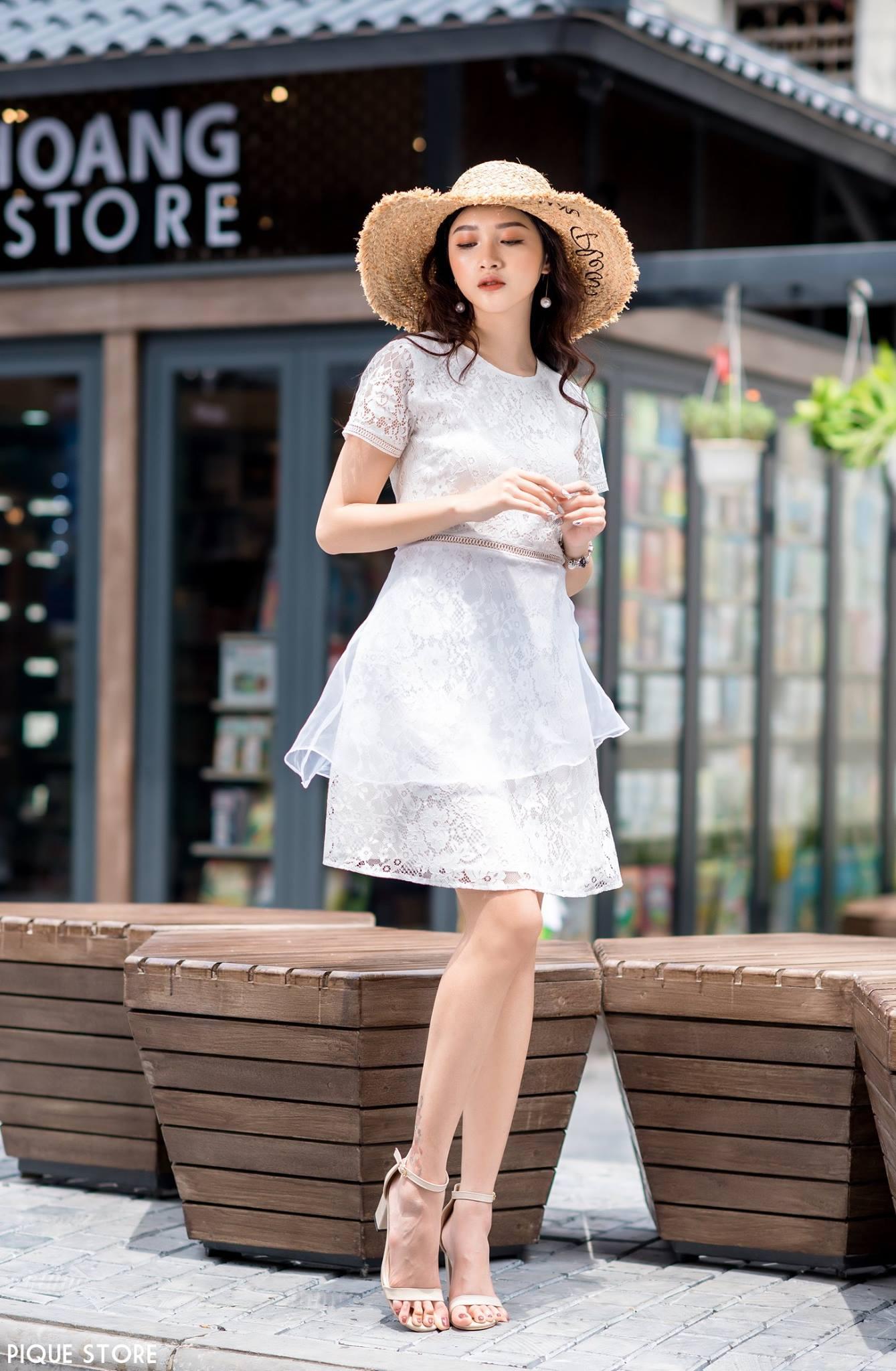 ảnh chụp thời trang hợp tác cùng Pique Store trên phố sách